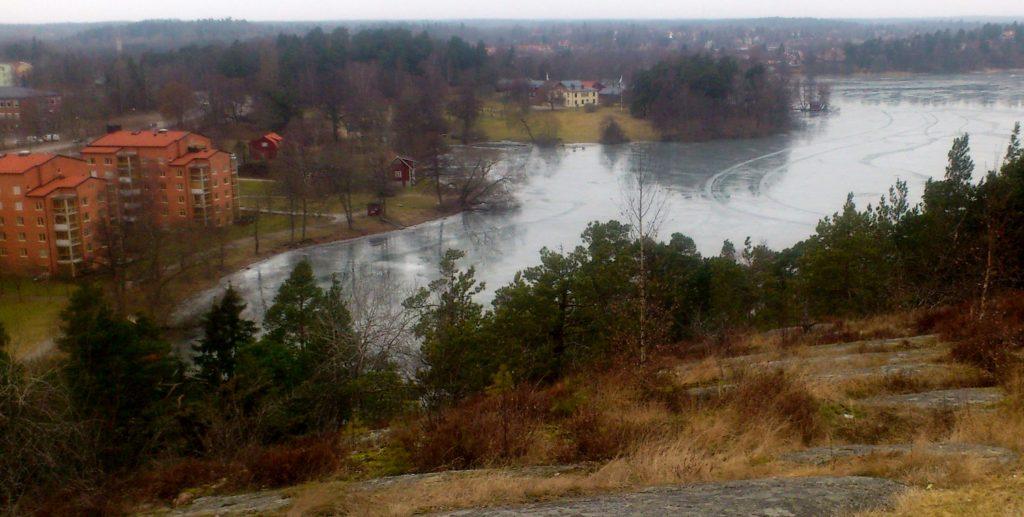 Sjön Norrviken ligger i närheten.